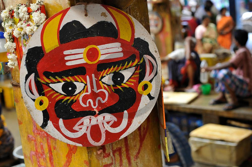 18/12/08 - PONDICHERY - TAMIL NADU - INDE - Divinites indiennes au Big Market de Pondichery - Photo Jerome CHABANNE