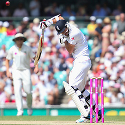 © Licensed to London News Pictures. 04/01/2014. James Anderson fends off a bouncer during day 2 of the 5th Ashes Test Match between Australia Vs England at the SCG on 4 January, 2013 in Melbourne, Australia. Photo credit : Asanka Brendon Ratnayake/LNP