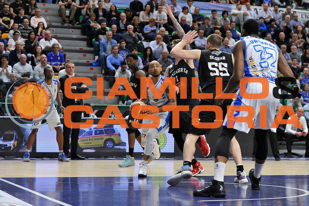 DESCRIZIONE : Beko Legabasket Serie A 2015- 2016 Dinamo Banco di Sardegna Sassari - Pasta Reggia Juve Caserta<br /> GIOCATORE : David Logan<br /> CATEGORIA : Palleggio Penetrazione<br /> SQUADRA : Dinamo Banco di Sardegna Sassari<br /> EVENTO : Beko Legabasket Serie A 2015-2016<br /> GARA : Dinamo Banco di Sardegna Sassari - Pasta Reggia Juve Caserta<br /> DATA : 03/04/2016<br /> SPORT : Pallacanestro <br /> AUTORE : Agenzia Ciamillo-Castoria/C.Atzori