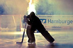 12.09.2010, O2 World Arena, Hamburg, GER, DEL, Hamburg Freezers vs EHC Muenchen, im Bild Torhueter Marc Lamothe (Hamburg #35) laeuft im Gegenlicht ein EXPA Pictures © 2010, PhotoCredit: EXPA/ nph/  Witke+++++ ATTENTION - OUT OF GER +++++ / SPORTIDA PHOTO AGENCY
