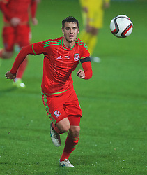 WREXHAM, WALES - Tuesday, November 17, 2015: Wales' Thomas O'Sullivan in action against Romania during the UEFA Under-21 Championship Qualifying Group 5 match at the Racecourse Ground. (Pic by David Rawcliffe/Propaganda)