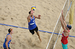 16-07-2014 NED: FIVB Grand Slam Beach Volleybal, Apeldoorn<br /> Poule fase groep A mannen - Reinder Nummerdor (1), Steven van de Velde (2) NED, Philip Dalhausser (1) USA