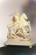St. Georg aus Elfenbein, Drachenmuseum, Lindenfels, Odenwald, Hessen, Deutschland | St. George ivory, Dragon Museum, Lindenfels, Odenwald, Hesse, Germany