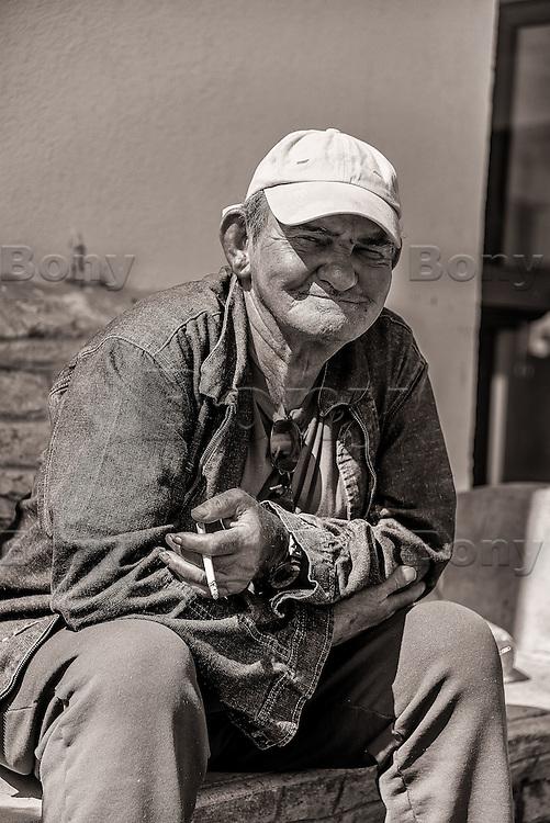 M. Bernard Ward, 69 ans<br /> <br /> &quot;Honneur et fidelite&quot;, la Legion n'abandonne jamais les siens, au combat comme dans la vie.<br /> &ldquo;Honor and loyalty&rdquo;, the Legion don't abandon his own, in the combat or in the life.<br /> L'IILE, bienvenue au dernier sanctuaire pour vieux legionnaires<br /> IILE*, welcome to the last sanctuary for old legionaries<br /> Rencontre avec des personnages extraordinaires<br /> Meeting with extraordinary characters<br /> <br /> M. Bernard Ward, 69 ans, arrive a l'IILE en 1998, 13 ans et 9 mois de Legion (GILE, 1er RE, 4eme RE, 5eme RMP, 13eme DBLE), a termine caporal-chef.<br /> <br /> More texts<br /> http://maya-press.net/iile-the-last-sanctuary-for-old-legionnaires/