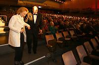 Mannheim. 11.02.18  <br /> Nationaltheater. Gro&szlig;e b&uuml;rgerschaftliche Auszeichnung &quot;Das Bloomaul&quot; an Rolf G&ouml;tz.<br /> Das Auswahlkomitee, darunter Bert Siegelmann, Achim Weizel und Marcus Haas, entschied sich f&uuml;r Rolf G&ouml;tz. Helen Heberer h&auml;lt die Laudatio.<br /> Bild-ID 070   Markus Pro&szlig;witz 11FEB18 / masterpress