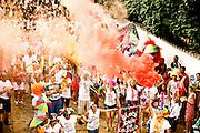 Tiradentes_MG, 19 de Fevereiro de 2012..UOL_Carnaval Cidades Historicas Mineiras..Na foto, o desfile do bloco Saia do Casulo pelas ruas do centro historicoa da cidade..Foto: LEO DRUMOND / NITRO