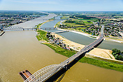 Nederland, Gelderland, Nijmegen, 09-06-2016; verlengde Waalbrug kruist de de nieuw aangelegde nevengeul van de rivier de Waal, ontstaan door de dijkverlegging bij Lent. Onderdeel van het project Ruimte voor de River (Ruimte voor de Waal). Op de landtong het stadseiland Veur-Lent, links de binnenstad van Nijmegen.<br /> The finished dike relocation of Lent (project Ruimte voor de Rivier: Room for the River) with the resulting flood trench. Entrance to the secondary channel with the threshold. In the background the city of Nijmegen.<br /> luchtfoto (toeslag op standard tarieven);<br /> aerial photo (additional fee required);<br /> copyright foto/photo Siebe Swart
