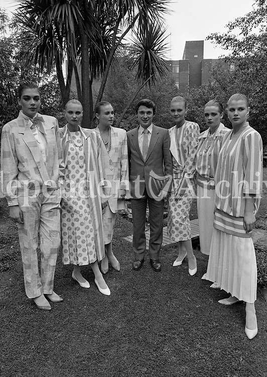 Minister of State at the Departament of Industry and Commerce, Richard Bruton pictured with Models wearing John Bently and William Lett at the Irish Fashion Group Spring/Summer Collection 1987 at the Jury's Hotel, 13/10/1986 (Part of te Independent Newspapers Ireland/NLI Collection).