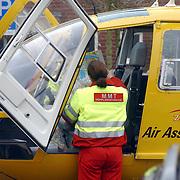 Ongeval met beknelling Huizermaatweg Huizen, traumaheli, verpleegkundige zoekt op wegenkaart