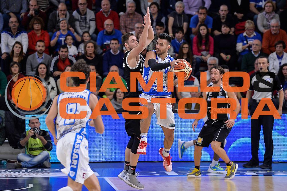 DESCRIZIONE : Campionato 2015/16 Serie A Beko Dinamo Banco di Sardegna Sassari - Dolomiti Energia Trento<br /> GIOCATORE : Brian Sacchetti<br /> CATEGORIA : Passaggio Penetrazione Controcampo<br /> SQUADRA : Dinamo Banco di Sardegna Sassari<br /> EVENTO : LegaBasket Serie A Beko 2015/2016<br /> GARA : Dinamo Banco di Sardegna Sassari - Dolomiti Energia Trento<br /> DATA : 06/12/2015<br /> SPORT : Pallacanestro <br /> AUTORE : Agenzia Ciamillo-Castoria/L.Canu