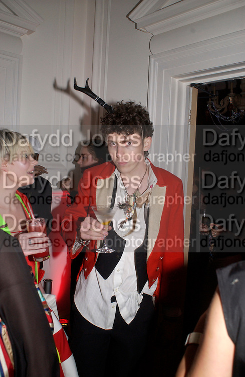 Dazed and Confused/ Another magazine party at 35 Belgrave Sq. Party rooms designed by designers: Stella McCartney, Hussein Chaylayan and Dolce and Gabanna, 29 April 2004. ONE TIME USE ONLY - DO NOT ARCHIVE  © Copyright Photograph by Dafydd Jones 66 Stockwell Park Rd. London SW9 0DA Tel 020 7733 0108 www.dafjones.com