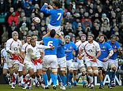 © Filippo Alfero / LaPresse<br /> Londra, Gran Bretagna, 07/02/2009<br /> sport , rugby<br /> Rugby 6 Nazioni 2009 - Inghilterra vs Italia<br /> Nella foto: una touche fallita dall'Italia<br /> <br /> © Filippo Alfero / LaPresse<br /> London, Great Britain, 07/02/2009<br /> sport , rugby<br /> RBS 6 Nations 2009 - England vs Italy<br /> In the photo: Italy misses a touch
