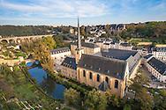 LUX, Luxembourg, city of Luxembourg, St. Jean Baptiste church and the Abbaye de Neumuenster at the district Grund, river Alzette.<br /> <br /> LUX, Luxemburg, Stadt Luxemburg, Kirche St. Jean Baptiste und die Abtei Neumuenster im Stadtteil Grund, der Fluss Alzette.