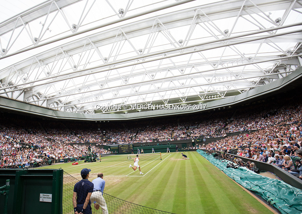 Wimbledon Feature, Centre Court mit geschlossenem Dach, Endspiel,Finale, Garbine Muguruza (vorne) gegen Venus Williams, Uebersicht,<br /> <br /> Tennis - Wimbledon 2017 - Grand Slam ITF / ATP / WTA -  AELTC - London -  - Great Britain  - 15 July 2017.