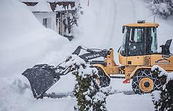 07.01.2019, Saalbach Hinterglemm, AUT, heftige Schneefaelle in weiten Teilen Oesterreichs, im Bild Schneeräumung in Hinterglemm // Austria is expected to receive heavy snowfalls in the next days. Weather forecasts warn that the snowstorm could cause roadblocks and increased avalanche danger in many parts of the affected region Saalbach Hinterglemm, Austria on 2019/01/07. EXPA Pictures © 2019, PhotoCredit: EXPA/ Stefanie Oberhauser