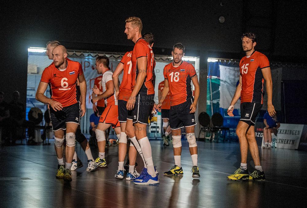 28-08-2016 NED: Nederland - Slowakije, Nieuwegein<br /> Het Nederlands team heeft de oefencampagne tegen Slowakije met een derde overwinning op rij afgesloten. In een uitverkocht Sportcomplex Merwestein won Nederland met 3-0 van Slowakije / Jasper Diefenbach #6, Kay van Dijk #12, Robbert Andringa #18, Thomas Koelewijn #15