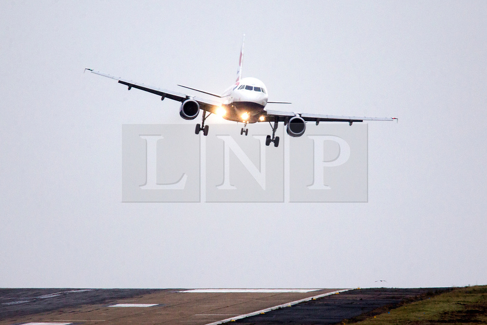 © Licensed to London News Pictures. 07/12/2017. Leeds UK. A British Airways aircraft is blown sideways as it attempt's to land in strong winds at England's highest airport, Leeds Bradford International, wind speeds are picking up as storm Caroline approaches. Photo credit: Andrew McCaren/LNP