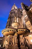Europa, Deutschland, Nordrhein-Westfalen, Koeln, der Petrusbrunnen auf der Papstterrasse an der Suedseite des Doms. - <br /> <br /> Europe, Germany, North Rhine-Westphalia, Cologne, the Petrus fountain on the Pope terrace at the south side of the cathedral.