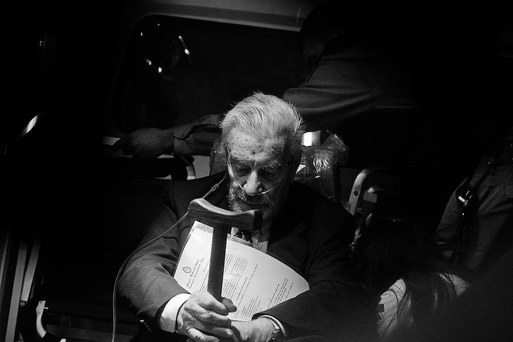 Tucum&aacute;n. Argentina. Febrero 18 / 2010<br /> El represor Antonio Domingo Bussi, es retirado del Tribunal Oral en lo Criminal Federal de Tucum&aacute;n, tras finalizar la tercera jornada del juicio por delitos de lesa humanidad cometidos en la ex Jefatura de Polic&iacute;a. <br /> Un mes m&aacute;s tarde, Bussi ser&iacute;a apartado del juicio por problemas de salud.