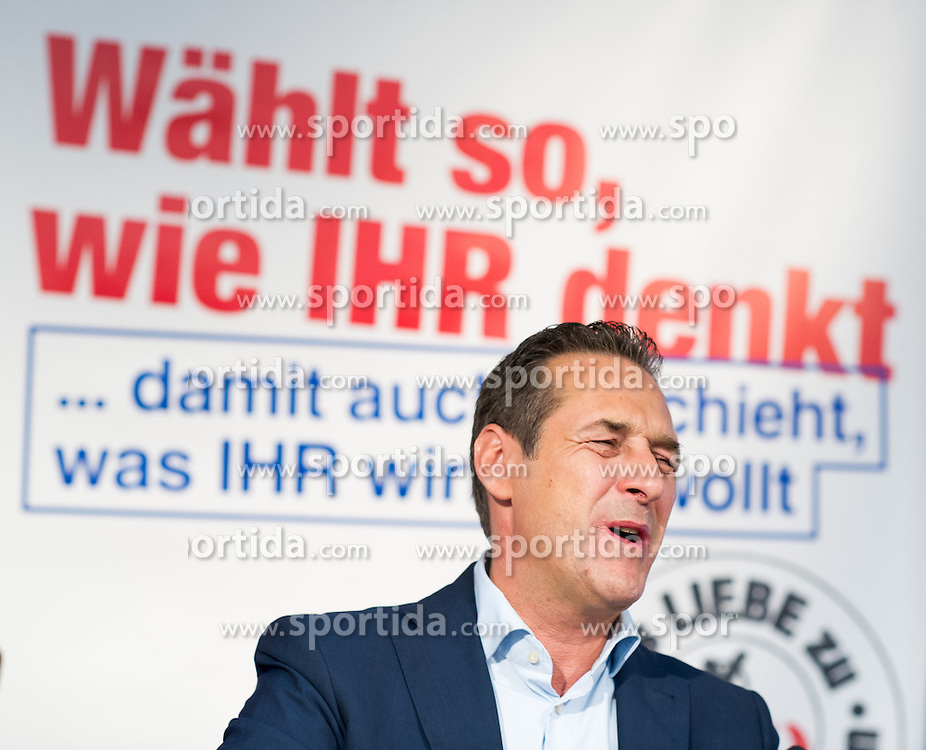 24.09.2015, Parlamentsklub, Wien, AUT, FPÖ, Dritte Plakatpräsentation anlässlich der Wien-Wahl 2015, im Bild Klubobmann und Spitzenkandidat der FPÖ zur Wien-Wahl Heinz-Christian Strache // Leader of the parliamentary group FPOe Heinz Christian Strache during presentation of placards for election campaign in vienna of the austrian freedom party in Vienna, Austria on 2015/09/24. EXPA Pictures © 2015, PhotoCredit: EXPA/ Michael Gruber