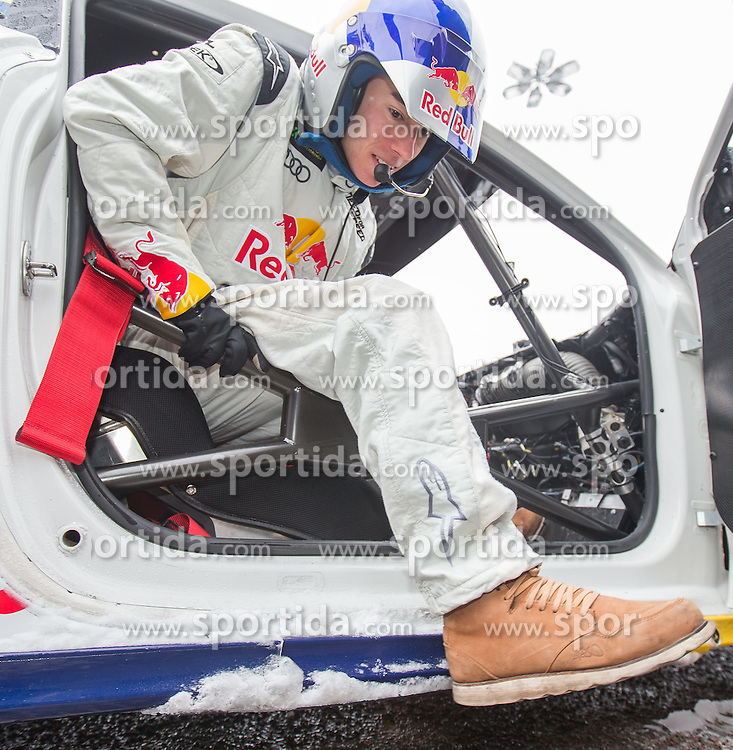 23.02.2015, Lugnet Fussballstadion, Falun, SWE, FIS Weltmeisterschaften Ski Nordisch, Audi driving experience, im Bild Stefan Kraft (AUT) // during the Audi driving experience of the FIS Nordic Ski World Championships 2015 at the Lugnet Ski Stadium, Falun, Sweden on 2015/02/23. EXPA Pictures © 2015, PhotoCredit: EXPA/ JFK