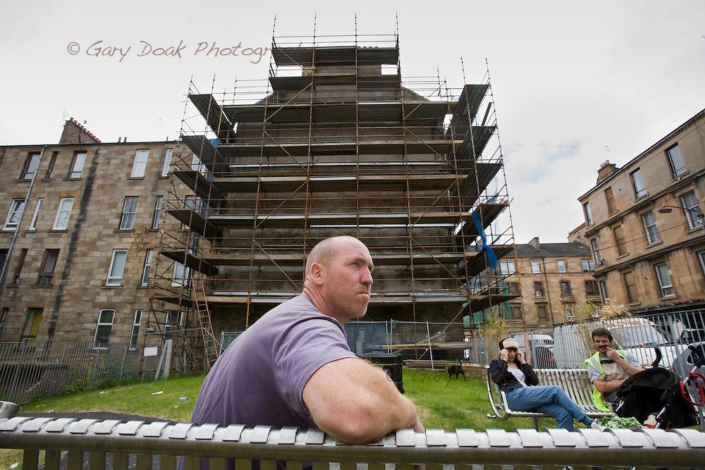 Glasgow Housing Association improvements in Govanhill, Glasgow.Builder, Ken Stewart takes his lunch break in Westmoreland Street Gardens...