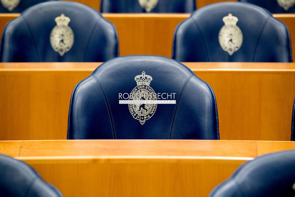 DEN HAAG - tweede kamer stoelen , leeg  overzicht , De blauwe zetels in de plenaire zaal van de Tweede Kamer. ROBIN UTRECHT