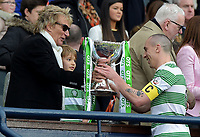 15/03/15 SCOTTISH LEAGUE CUP FINAL<br /> DUNDEE UTD v CELTIC<br /> HAMPDEN - GLASGOW<br /> Rod stewart presents cup to Brown