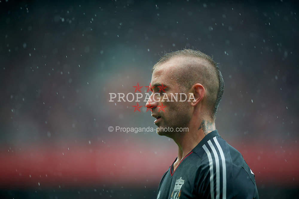 LONDON, ENGLAND - Saturday, August 20, 2011: Liverpool's Raul Meireles in action against Arsenal during the Premiership match at the Emirates Stadium. (Pic by David Rawcliffe/Propaganda)