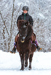 THEMENBILD - eine junge Reiterin mit ihrem Islandpferd bei Schneefall bei ihrem Ausritt, aufgenommen am 3. Februar 2018 in Kaprun, Österreich // a young Woman riding horse in winter scenery, Kaprun, Austria on 2018/02/03. EXPA Pictures © 2018, PhotoCredit: EXPA/Stefanie Oberhauser