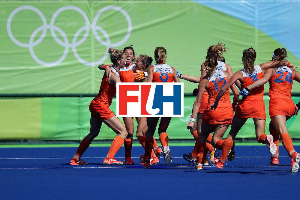 RIO DE JANEIRO, BRAZIL - AUGUST 17: Netherlands celebrates after defeating Germany in a sudden death shootout during the women's semifinal match between the Netherlands and Germany on Day 12 of the Rio 2016 Olympic Games at the Olympic Hockey Centre on August 17, 2016 in Rio de Janeiro, Brazil.  (Photo by Rob Carr/Getty Images)