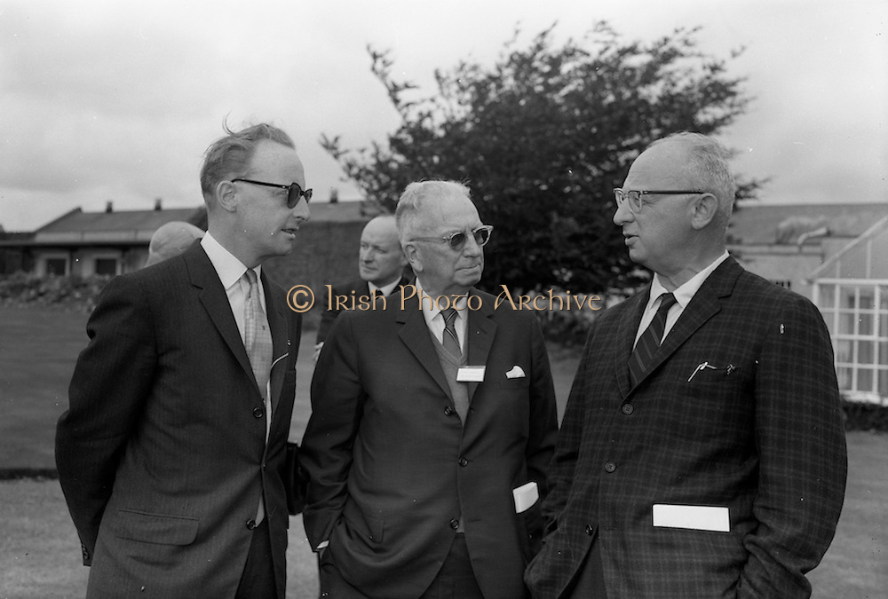 8/9/1964<br /> 9/8/1964<br /> 8 September 1964<br /> <br /> Mr. C.P. Kelly Sales Director at Urney Choclates with Mr. John Cummings of the Philadelphia Enquirer and Mr Sam Shulsky of Hearst News Papers
