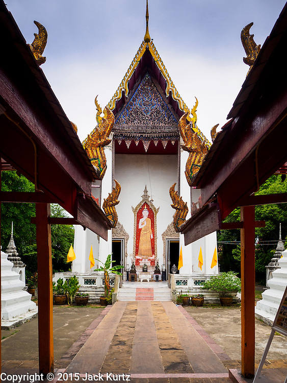 27 JUNE 2015 - BANGKOK, THAILAND:   The Wiharn (prayer hall) at Wat Kamphaeng near Khlong Bang Luang. The Bang Luang neighborhood lines Khlong (Canal) Bang Luang in the Thonburi section of Bangkok on the west side of Chao Phraya River. It was established in the late 18th Century by King Taksin the Great after the Burmese sacked the Siamese capital of Ayutthaya. The neighborhood, like most of Thonburi, is relatively undeveloped and still criss crossed by the canals which once made Bangkok famous. It's now a popular day trip from central Bangkok and offers a glimpse into what the city used to be like.       PHOTO BY JACK KURTZ