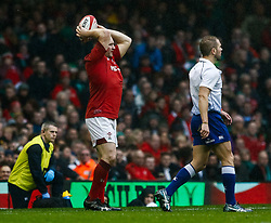 Ken Owens of Wales throws in to the lineout<br /> <br /> Photographer Simon King/Replay Images<br /> <br /> Six Nations Round 5 - Wales v Ireland - Saturday 16th March 2019 - Principality Stadium - Cardiff<br /> <br /> World Copyright © Replay Images . All rights reserved. info@replayimages.co.uk - http://replayimages.co.uk