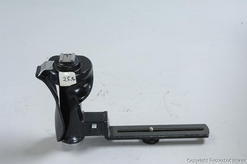 1 Camera Braket ========= $ 20.00