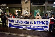Roma 11 Dicembre 2015<br /> Manifestazione al quartiere multietnico di Tor Pignattara di immigrati,  italiani, musulmani, cristiani, induisti per la pace e la solidarietà tra i popoli contro il razzismo è l'integralismo.<br /> Rome December 11, 2015<br /> Demostration at the multi-ethnic neighborhood Tor Pignattara of immigrants, Italians, Muslims, Christians, Hindus for peace and solidarity among peoples against racism is fundamentalism. In the banner reads: We are not the enemy