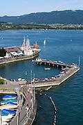 Blick vom Leuchtturm auf Hafen von Lindau und Römerbad, Bodensee, Bayern, Deutschland