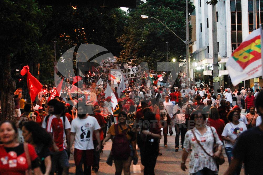BELO HORIZONTE, MG, 18.03.2016 - PROTESTO-MG - Manifestação a favor da presidente Dilma Rousseff e do ex-presidente Luiz Inácio Lula da Silva, na Praça Sete, na região Central, em Belo Horizonte, nesta sexta-feira, 18. (Foto: Doug Patricio/Brazil Photo Press)