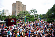 Belo Horizonte_MG, Brasil...Inauguracao do circuito cultural Praca da Liberdade em Belo Horizonte, Minas Gerais.O evento contou com diversos shows gratuitos. Na foto teatro com o Edificio Niemeyer ao fundo...Inauguration of the cultural circuit Praca da Liberdade in Belo Horizonte, Minas Gerais. The event had some free shows. In this photo theater with Niemeyer Building in the background...Foto: NIDIN SANCHES / NITRO