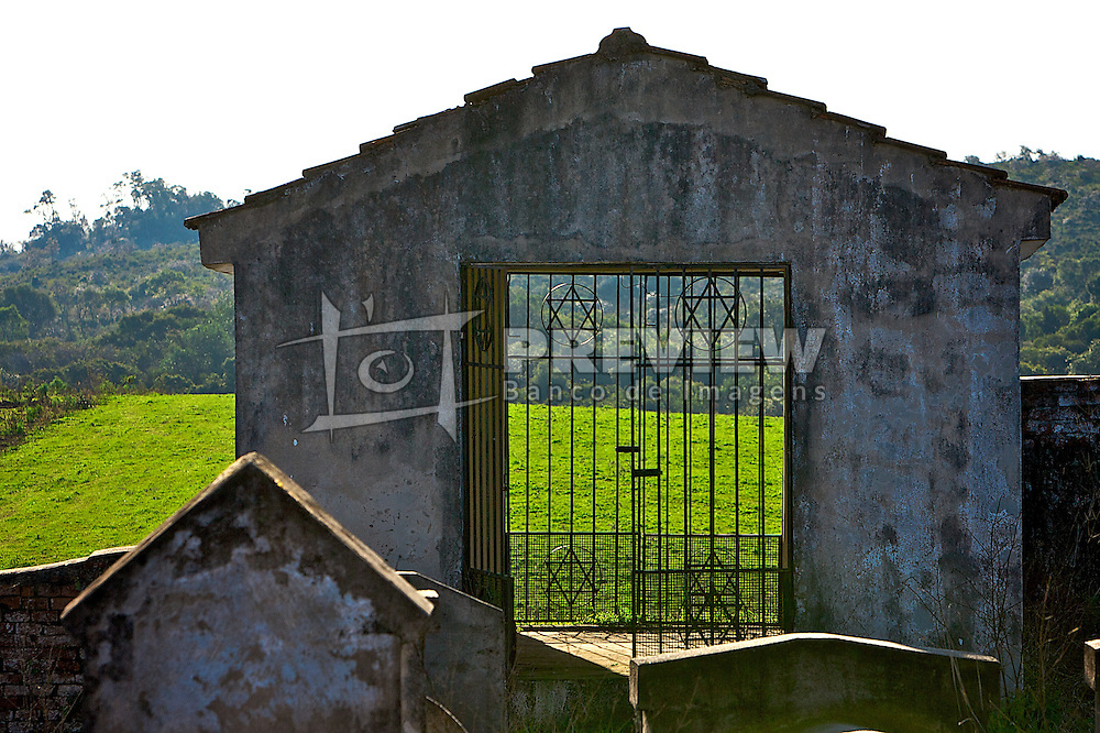 Localizado no interior do município de Itaará, o cemitério da fazenda Philippson abriga os corpos dos primeiros imigrantes, que formaram no local a primeira Comunidade Judaíca do País no ano de 1904. Foto: Lucas Uebel/Preview.com