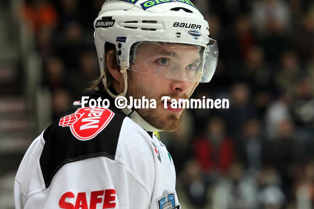 22.04.2010, Patria Areena, H?meenlinna..J??kiekon SM-liiga 2009-10, playoffs 1. loppuottelu HPK - TPS..Tomas Plihal - TPS.©Juha Tamminen.