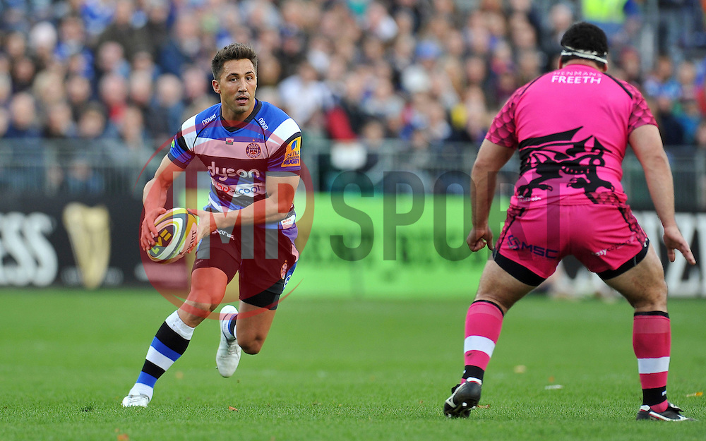 Gavin Henson of Bath Rugby in possession - Photo mandatory by-line: Patrick Khachfe/JMP - Mobile: 07966 386802 01/11/2014 - SPORT - RUGBY UNION - Bath - The Recreation Ground - Bath Rugby v London Welsh - LV= Cup