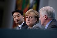 Pressekonferenz mit Wirtschaftsminister Philipp Roesler (FDP), Bundeskanzlerin Angela Merkel (CDU) und Ministerpraesident von Bayern Horst Seehofer (CSU) im Anschluss an die Sitzung des Koalitionsausschusses im Bundeskanzleramt in Berlin. / 06112011,DEU,Deutschland,Berlin..