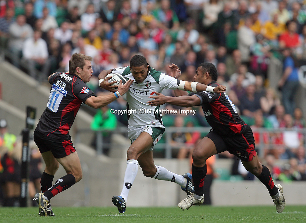 Delon Armitage of London Irish goes between Chris Wyles and Kameli Ratuvou of Saracens. Saracens v London Irish, Guinness Premiership, Rugby Union, Twickenham, 05/09/2009 © Matthew Impey/Wiredphotos.co.uk. tel: 07789 130 347 email: matt@wiredphotos.co.uk