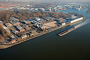 Nederland, Noord-Holland, Zaandam, 10-01-2009; Havenbuurt, Hemkade met Hembrugterrein, voormalig (geheim) defensieterrein met onder andere Militair Complex Hembrug en munitiefabriek Eurometaal; voormalig militaire hart van de Stelling van Amsterdam; strategisch gelegen aan Zaan en Noordzeekanaal; veel van gebouwen zijn monumenten; het complex wacht op een nieuwe bestemming / hergebruik;.former (secret) defense area including Military Complex Hembrug and ammunition factory Euro Metal; former military heart of the Stelling van Amsterdam, strategically located at Zaan and Noordzeekanaal, many buildings are landmarks, the area is awaiting a new use / reuse;.gunpowder, powder, urban, buskruit, kruitfabriek, kruit, munitie; stadsontwikkeling. .luchtfoto (toeslag); aerial photo (additional fee required); .foto Siebe Swart / photo Siebe Swart
