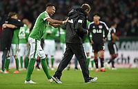 FUSSBALL   1. BUNDESLIGA   SAISON 2014/2015   20. SPIELTAG SV Werder Bremen - Bayer 04 Leverkusen                08.02.2015 Davie Selke (li) und Trainer Viktor Skripnik (re, beide SV Werder Bremen) freuen sich nach dem Abpfiff
