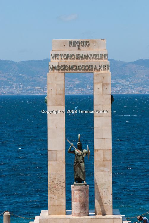 Il 'cippo', monument dedicated to Vittorio Emanuele III, on the lungomare (waterfront) of Reggio di Calabria.