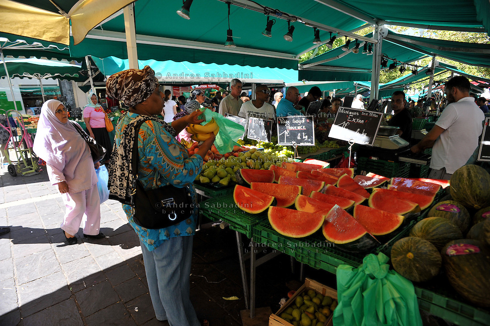 Marsiglia, Francia 22/08/2013: Quartiere La Plaine. Mercato - Market La Plaine