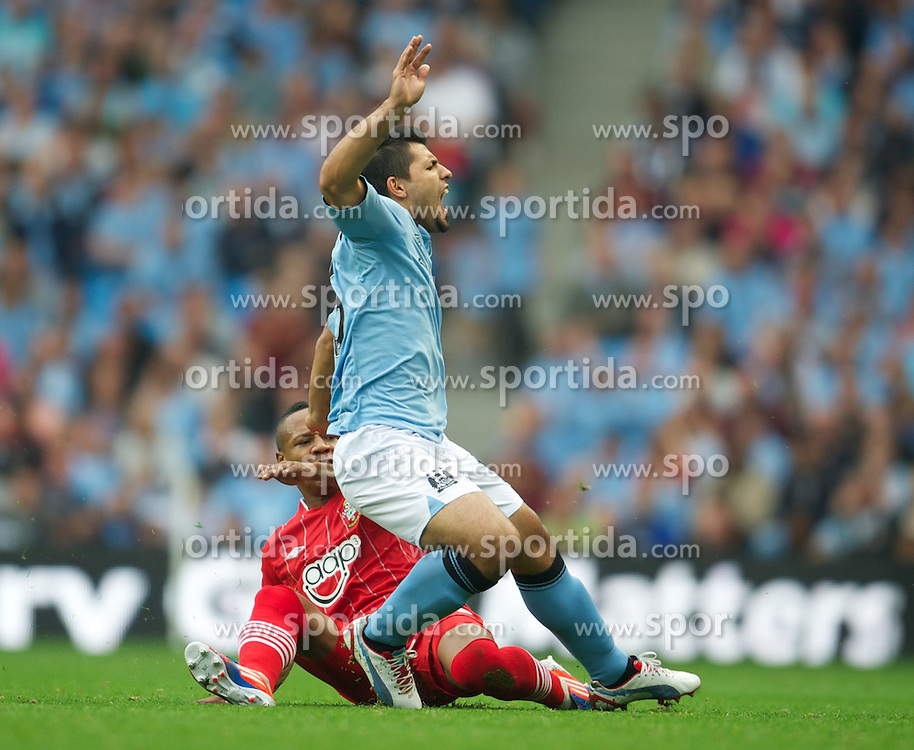 19.08.2012, Etihad Stadion, Manchester, ENG, Premier League, Manchester City vs FC Southampton, 1. Runde, im Bild Manchester City's Sergio Aguero twists his knee as he falls under a challenge from Southampton's Nathaniel Clyne during the English Premier League 1st round match between Manchester City and Southampton FC at the Etihad Stadium, Manchester, Great Britain on 2012/08/19. EXPA Pictures © 2012, PhotoCredit: EXPA/ Propagandaphoto/ David Rawcliff..***** ATTENTION - OUT OF ENG, GBR, UK *****