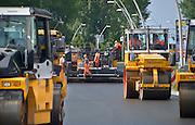 Nederland, Nijmegen, 9-6-2013Dit weekend werden verschillende wegwerkzaamheden uitgevoerd aan de noordzijde van de waalbrug. De hele infrastructuur vanwegen wordt op dit punt veranderd vanwege de nieuwe stadsbrug, een ns station en nieuwe voetgangersbrug.Foto: Flip Franssen/Hollandse Hoogte